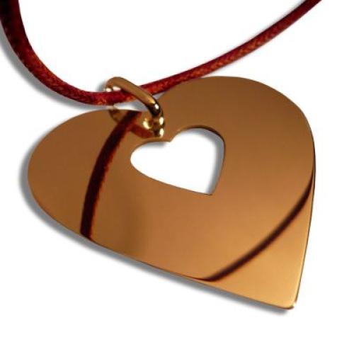 Un pendentif coeur en plaqué or
