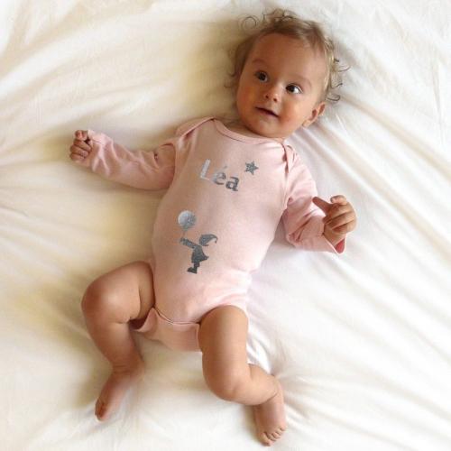 Body personnalisé prénom porté par bébé