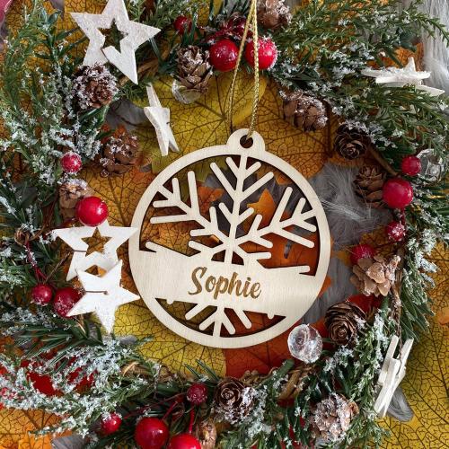 Boule de Noël en forme de flocon personnalisée