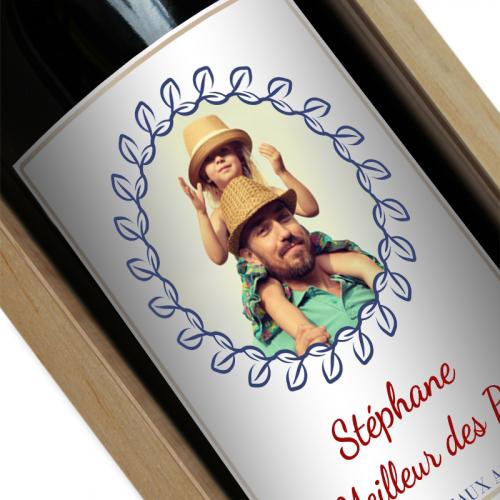 Bouteille de vin personnalisée avec une photo dans une couronne de lauriers
