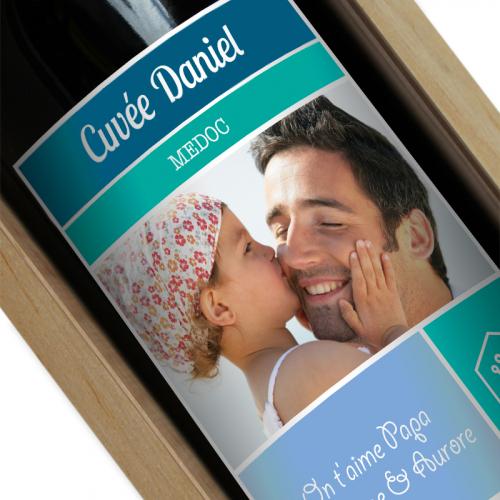 Bouteille de vin avec étiquette personnalisée photo