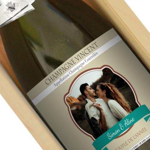 Bouteille de champagne avec étiquette personnalisée photo dans écusson