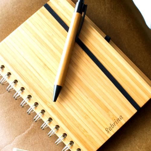 Carnet de note en bambou gravé prénom