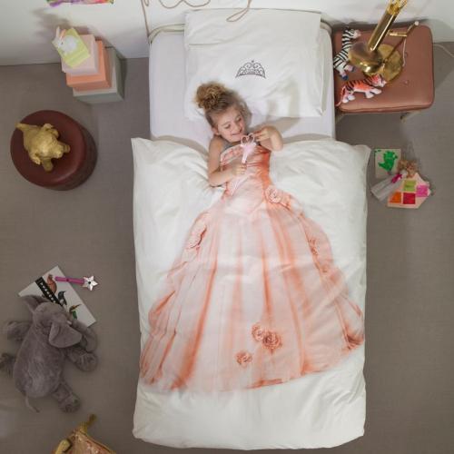 Parure de draps pour un fille rêvant de devenir princesse