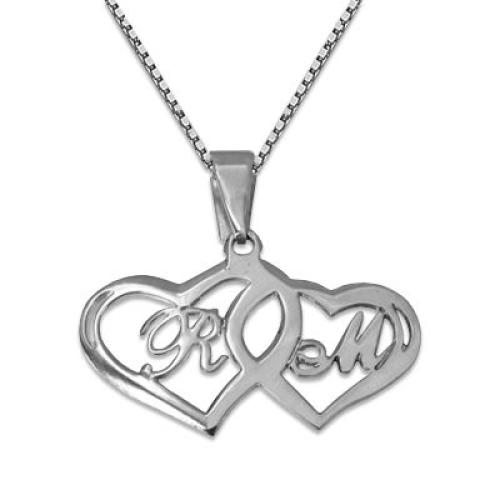 Un collier coeur avec des initiales