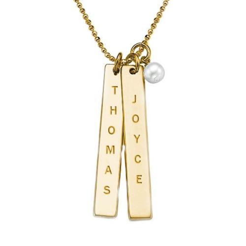 Un pendentif avec plaques personnalisées