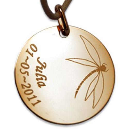Pendentif rond gravé d'un motif libellule
