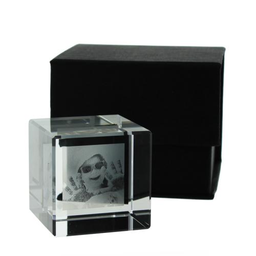 Presse papier cube en verre personnalisé