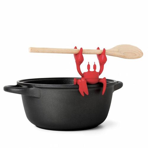 Repose cuillère sur une casserole