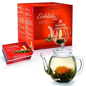 Fleurs de thé magique et théière