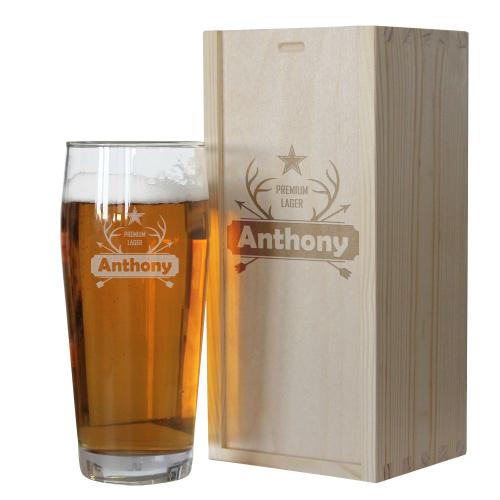 Zoom sur la gravure du verre à bière prénom