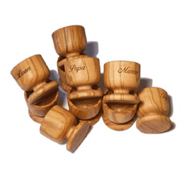 cadeau de famille coquetier en bois personnaliser en ligne. Black Bedroom Furniture Sets. Home Design Ideas