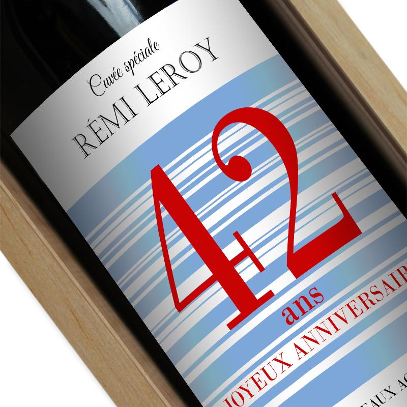 bouteille de vin personnalis e joyeux anniversaire une id e de cadeau original amikado. Black Bedroom Furniture Sets. Home Design Ideas