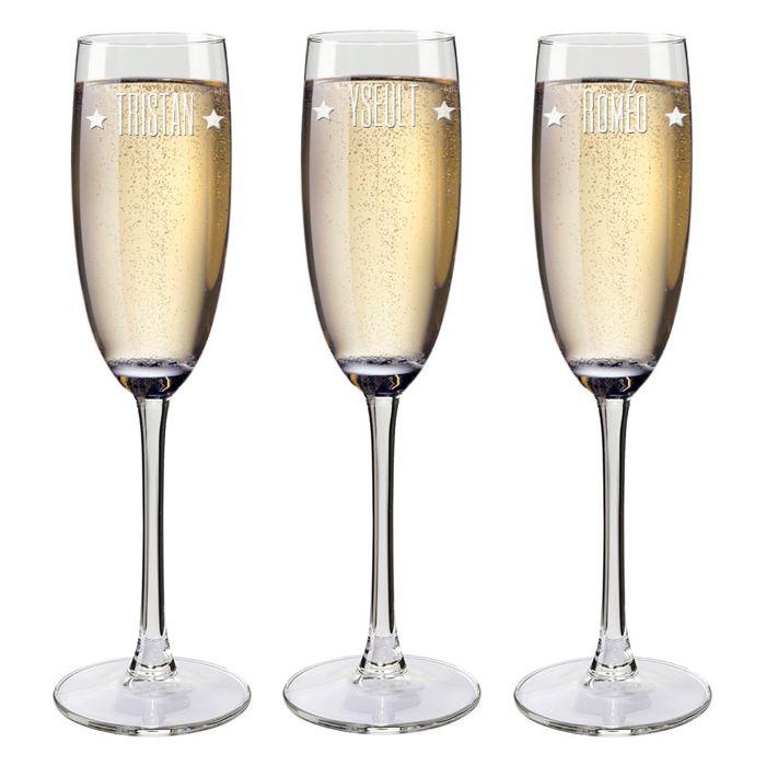 Fl tes champagne pr nom grav es une id e de cadeau original amikado - Flutes a champagne originales ...