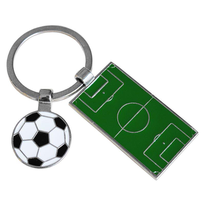Porte cl s terrain de foot grav une id e de cadeau original amikado - Idee cadeau pendaison de cremaillere ...